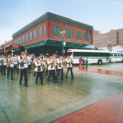 images/Timeline/1984-parade.jpg